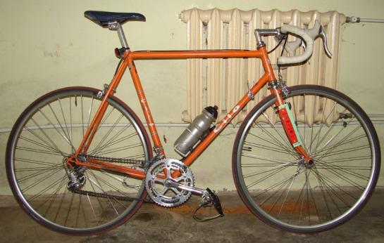 rower szosowy z zamontowanym chipem